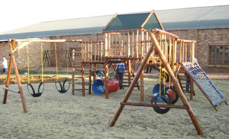 Jungle_Gyms_For_Africa-Standard_Andrè_Jungle_Gym