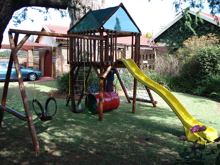 Jungle_Gyms_For_Africa-Standard_Jungle_Gym_with_Slide-750