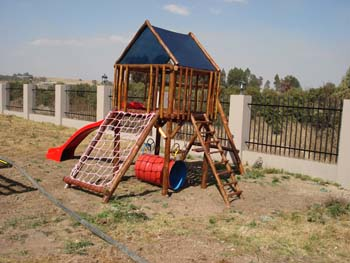 Jungle_Gyms_For_Africa_Wooden_Jungle_gym10