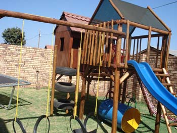 Jungle_Gyms_For_Africa_Wooden_Jungle_gym12