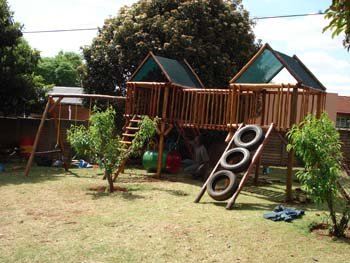 Jungle_Gyms_For_Africa_Wooden_Jungle_gym15