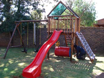 Jungle_Gyms_For_Africa_Wooden_Jungle_gym3