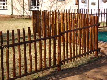 Jungle_Gyms_For_africa_Wooden_fencing