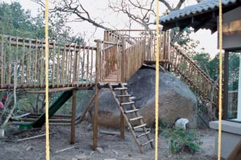 Jungle_Gyms_For_africa_Wooden_fencing14